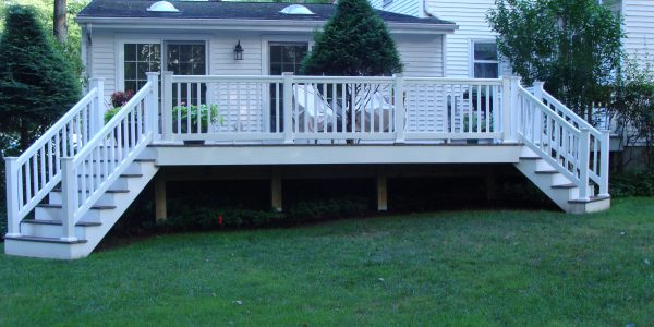 Vinyl Deck with Vinyl Railing System